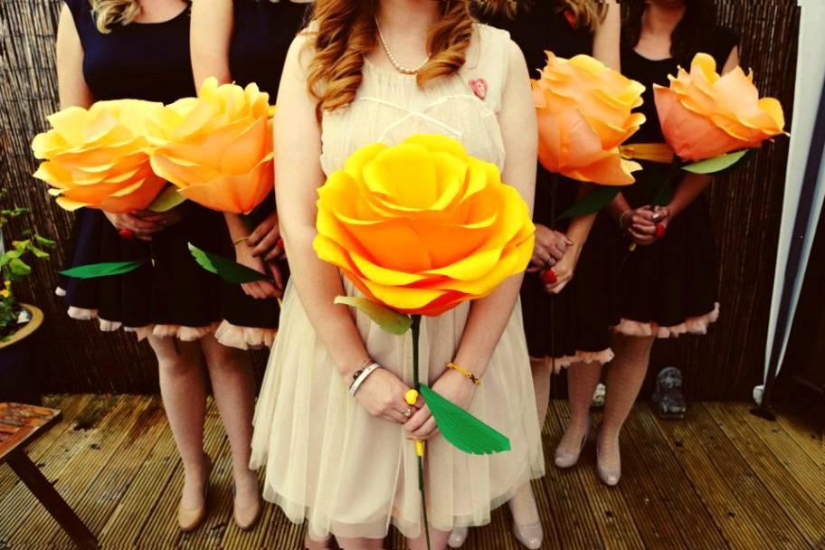 Гигантская роза из гофрированной бумаги своими руками