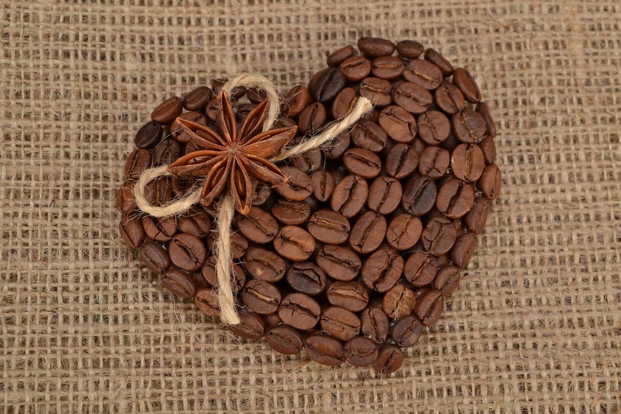 Магнит из кофейных зерен